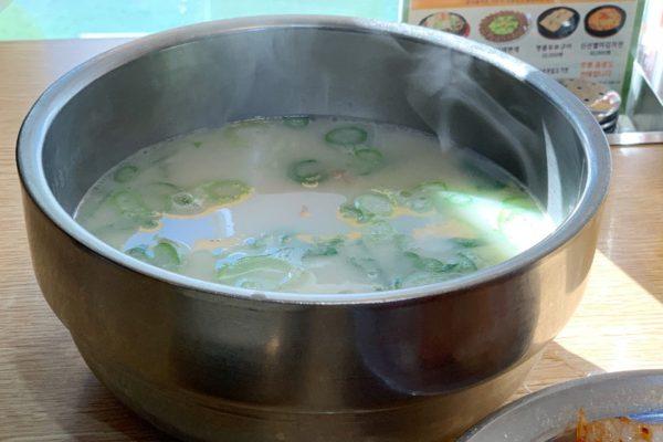 神仙ソルロンタン 弘大店:サクッと寄って楽しめるほっこり牛スープ